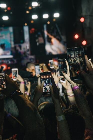 7-ways-to-grow-your-instagram-audience-taking-pictures