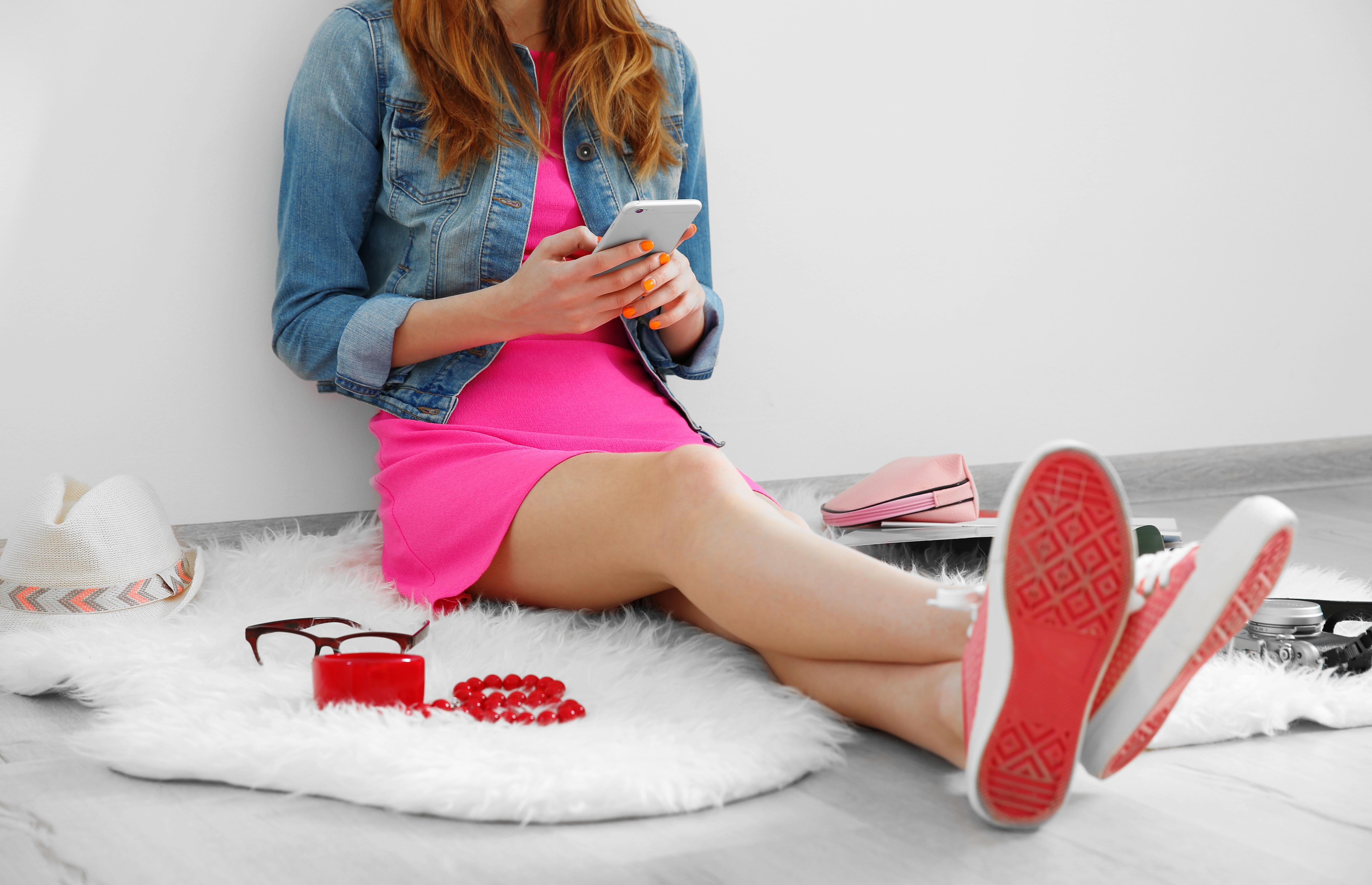 Fashion blogger on phone